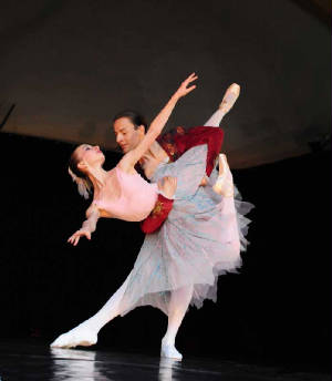 Gallery09/web.balletduet09.jpg